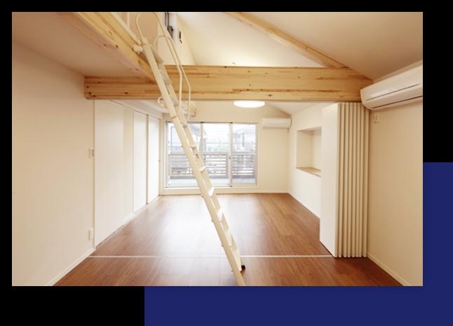 勾配天井と高窓が造り出す明るく伸びやかな空間