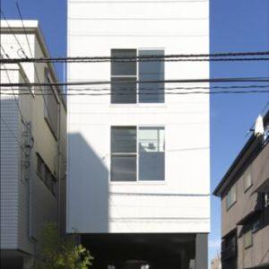 狭小でも2台駐車の家