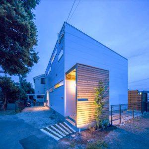 構造のプロがつくる、大きな窓と吹抜が魅力のゼロ・エネルギー・ハウス(ZEH)