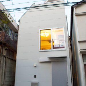 敷地10坪。スキップフロアがキャットタワーになる、こだわりの狭小住宅
