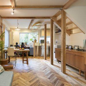 小上りと床下収納ダイニングテーブルのある長期優良住宅
