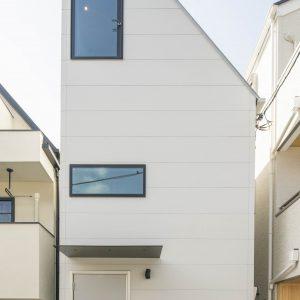 趣味を楽しむ土間と変化のあるLDKをもった狭小住宅