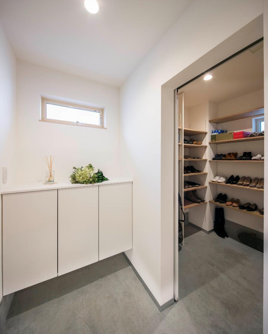 狭小住宅の玄関大型収納
